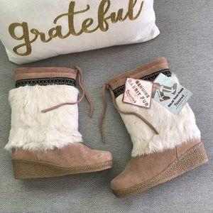 NWT BearPaw Mukluks Rabbit Fur Sheepskin Boots